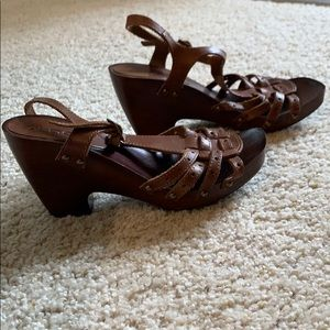 Brown block wedges